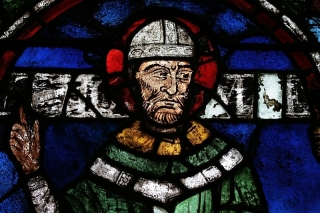 Stained glass window of Thomas Becket in Canterbury Cathedral. CC Sharealike Holly Hayes https://commons.wikimedia.org/wiki/File:Thomas-becket-window.jpg