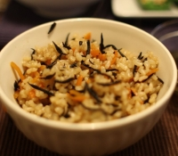 Rice with hijiki.Source: Yuko Honda on Flickr.