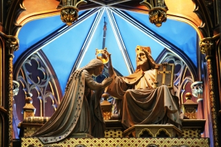 Jesus crowns Mary in this artwork in a Catholic Church in Quebec. Watch our ADtv video about the Wine of Babylon for more information.