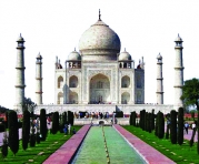 CC Dhirad https://en.wikipedia.org/wiki/File:Taj_Mahal_in_March_2004.jpg