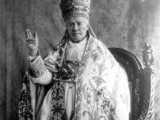 <p><span>Pope Pius X in papal tiara.</span></p>