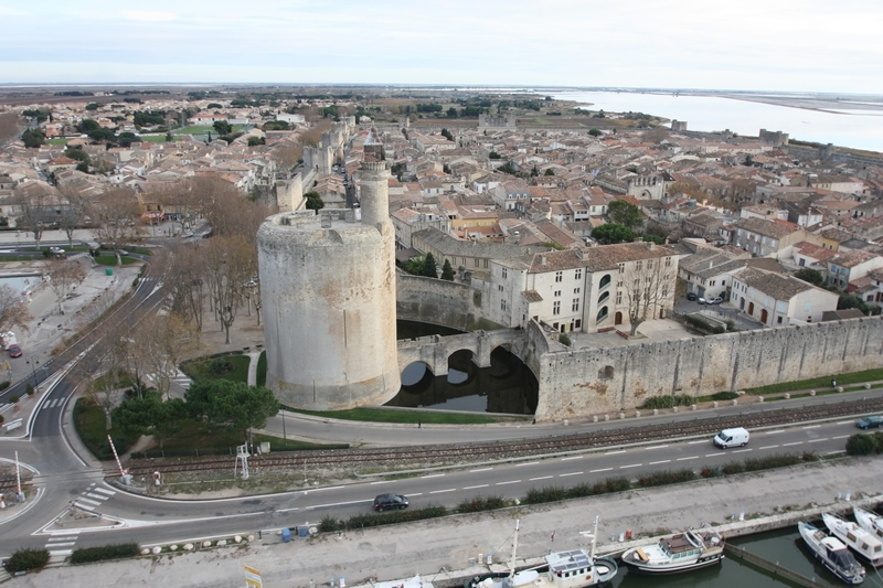 CC Sharealike Paul-louis FERRANDEZ  https://commons.wikimedia.org/wiki/File:Aigues_mortes,_tour_de_Constance.jpg