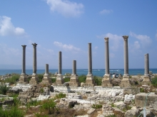 Ruins of ancient Tyre. CC Sharealike Heretiq https://commons.wikimedia.org/wiki/File:TyreAlMina.jpg