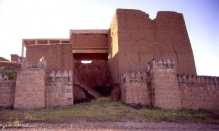 Adad Gate, Nineveh. CC BY-SA 3.0 Fredarch https://commons.wikimedia.org/wiki/File:Nineveh_Adad_gate_exterior_entrance_far2.JPG