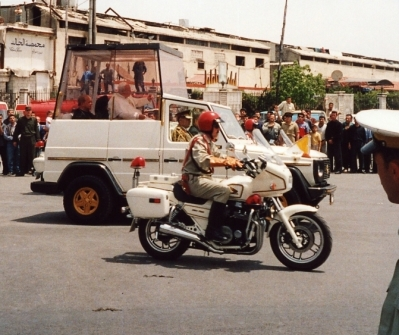 John Paul II in Syria, 2001. CC BY-SA 3.0 Soman https://commons.wikimedia.org/wiki/File:Popeinsyria2001-279.jpg